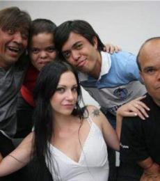 Contratar Los Grosos (011-4740-4843) Onnix Entretenimientos