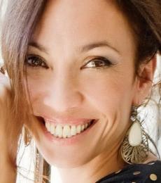 Contratar Ernestina Pais (011-4740-4843) Onnix Entretenimientos