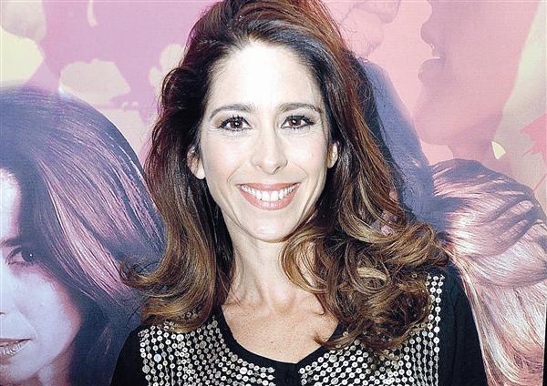 Contratar Laura Novoa (011-4740-4843) Onnix Entretenimientos