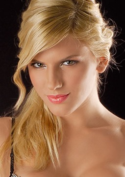 Contratar Carolina Oltra (011-4740-4843) Onnix Entretenimientos