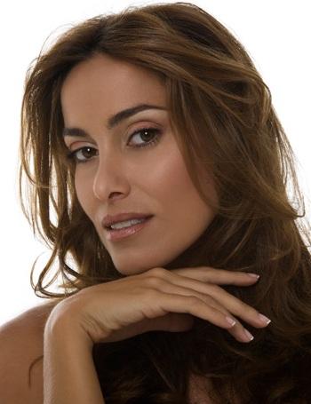 Contratar Debora Bello (011-4740-4843) Onnix Entretenimientos