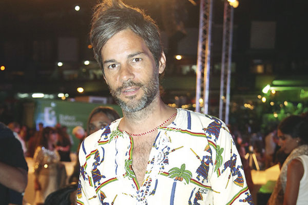 Contratar Matias Camisani (011-4740-4843) Onnix Entretenimientos