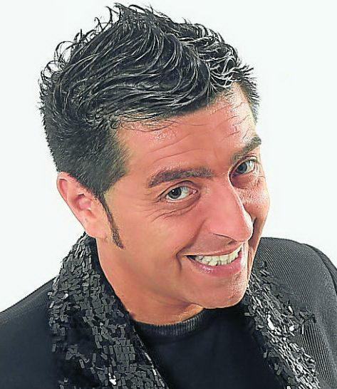 Contratar Adrian Gomez 011-4740-4843 Onnix Entretenimientos