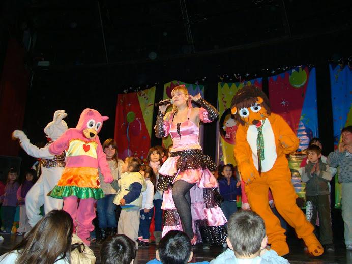Mufy-cantando-con-mama-representante-christian-manzanelli-mufy-cantando-con-mama-contrataciones-shows-espectaculos – Copia – Copia