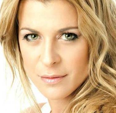 Contratar Eugenia Tobal (011-4740-4843) Onnix Entretenimientos