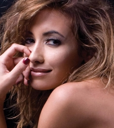 Contratar Carolina Di Nezio (011-4740-4843) Onnix Entretenimientos