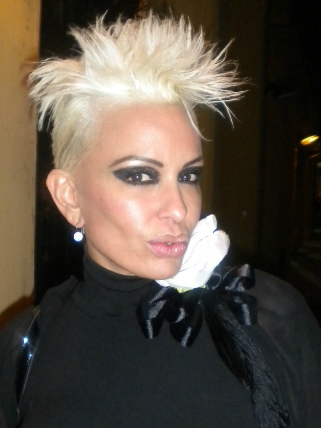 Contratar Daniela Cardone (011-4740-4843) Onnix Entretenimientos